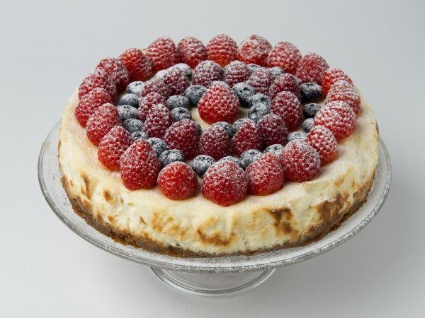 New York cheesecake met rode vruchten - Libelle Lekker!