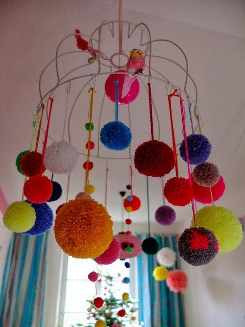 Die besten 25 h ngende pompons ideen auf pinterest taschentuch poms taschentuch und h ngende - Pompoms kinderzimmer ...