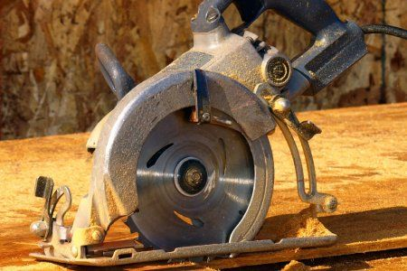 There are circular saws and then there are circular saws. What make the worm drive the favorite if this former contractor?  http://www.doityourself.com/stry/go-to-tool-worm-drive-circular-saw