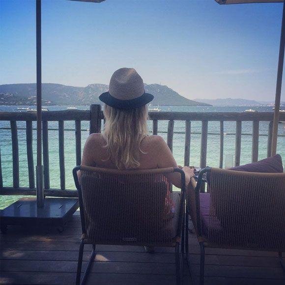 Caroline Néron en lune de miel en Corse   HollywoodPQ.com