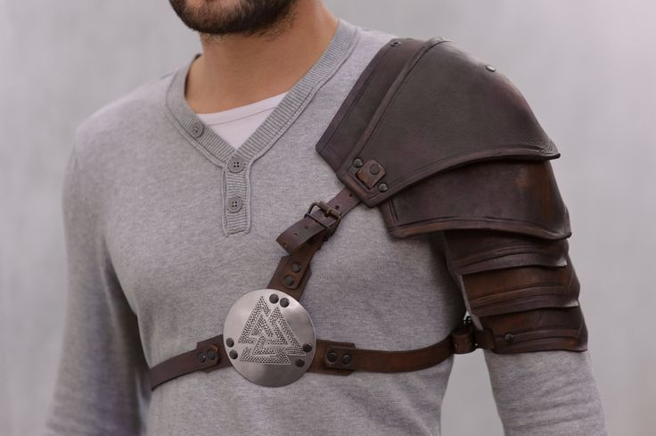 * Single shoulder (1) * Hand crafted * Segmental spaulder is made of waxed leather 3.5-4 mm thick. Leather belts with brass buckles are fixed