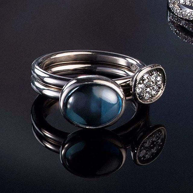 Play rings. Topaz, diamonds and gold. #häätlehti #ozjewel #weddingring #vihkisormus #häät