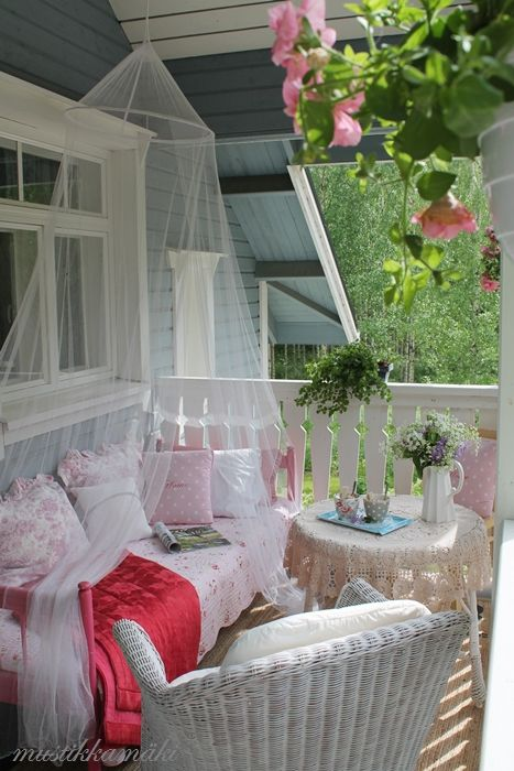 Beautiful pastel accessories for the porch: Mustikkamaki blog