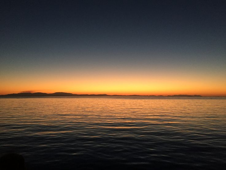 The most beautiful sunset!! Check out my review of sailing the Whitsundays and see sunsets like this for yourself! #travel #australia #review #whitsundays #whitsundayislands #inspiration  #eastcoast #travelblogger
