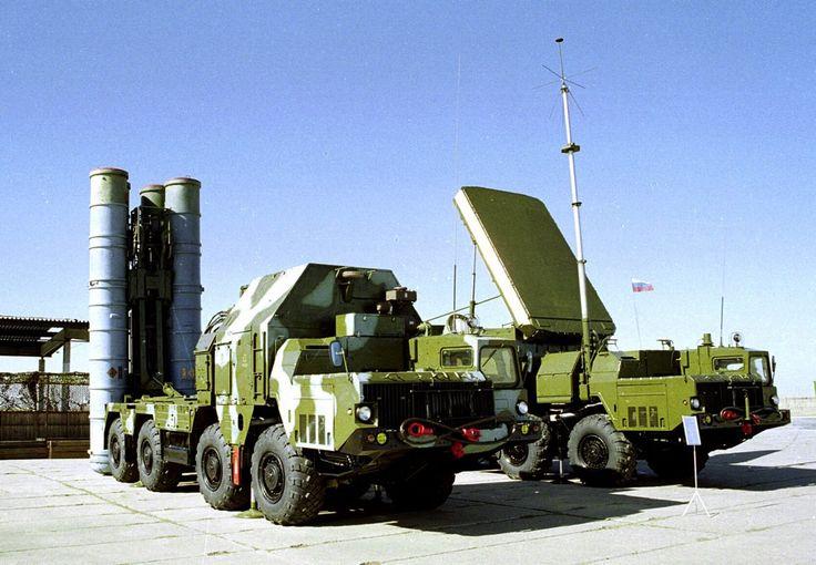 Le S-300 est un système de missiles de lancement fabriqués par l'industrie militaire Almaz-Anteï JSC Russie pour le transport de missiles de courte, moyenne et longue portée, de type « sol-air » pour intercepter des cibles aériennes, son nom Générique est S-300.