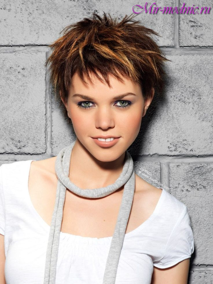 Фото девушка коротким волосом