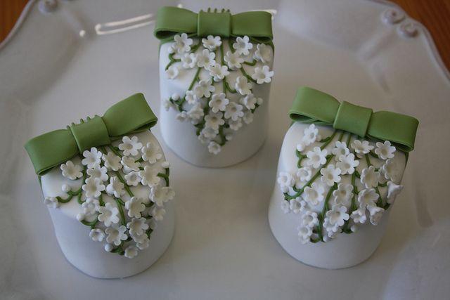 Resultados de la Búsqueda de imágenes de Google de http://myinspiredwedding.com/files/2012/05/ornate-wedding-cakes-4.jpg