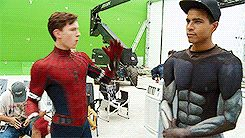 Isn't it funny that his stunt Double is wearing false muscles .....Tom doesn't wear fake muscles because he's freaking ripped