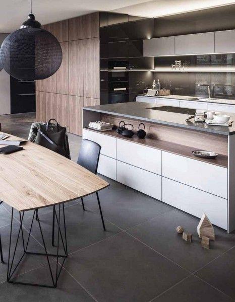 Le duo bois brut et finitions laqués dominent clairement sur les meubles de cuisine. Petite sélection de ces cuisines qui conjuguent à la perfection authenticité et lignes design... http://www.elle.fr/Deco/News-tendances/Tendances/cuisine-en-bois-et-laque