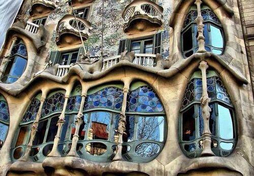 Каса Мила, А. Гауди, Барселона, Испания. Арх. стиль: модерн