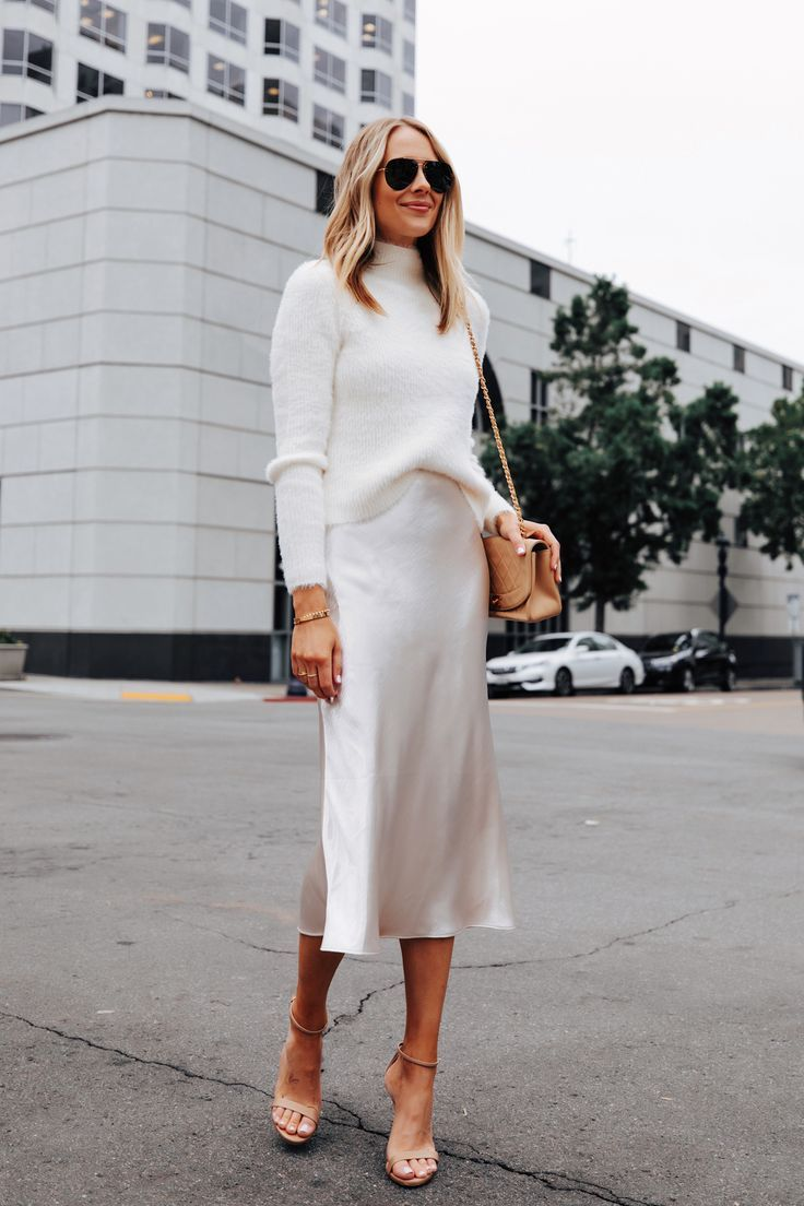 Winter White Outfit Idea For A Casual Holiday Party Fashion Jackson Fashion Jackson Winter White Outfit Fashion [ 1104 x 736 Pixel ]