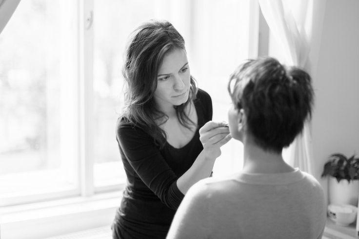 Preparing makeup for private photo shoot. Werk: Ora Hasenfratz