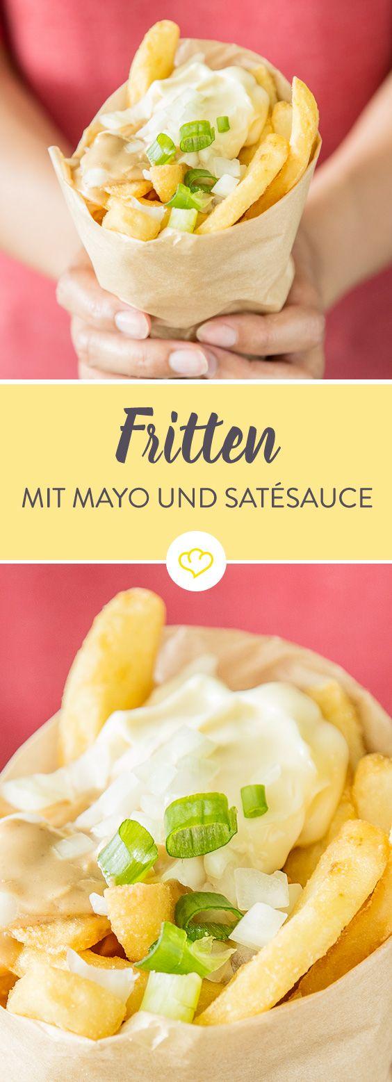 Für ihre Interpretation einer richtig fetten Pommes setzen die Niederländer auf ein Topping aus Zwiebeln, Mayonnaise und Satésauce.