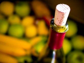 DOMOWE NALEWKI: Jak robić nalewki z owoców? | Artykuły