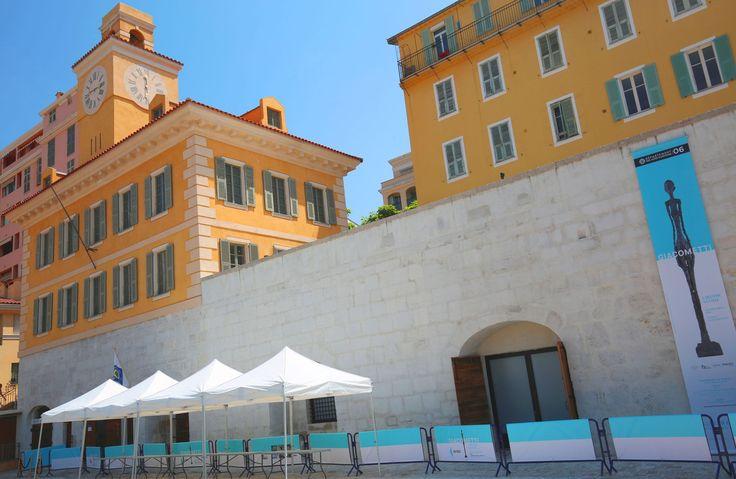 Les Alpes-Maritimes ont inauguré jeudi la galerie Lympia, centre d'art de 250 mètre carrés cohabitant avec les bateaux du port de plaisance niçois. Une ancienne bâtisse du XVIIIe siècle qui servait auparavant d'établissement carcéral et qui trouve un nouveau souffle avec le peintre et sculpteur.