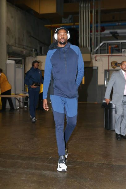 Kevin Durant of the Golden State Warriors arrives before the game against the New Orleans Pelicans on December 4 2017 at Smoothie King Center in New...