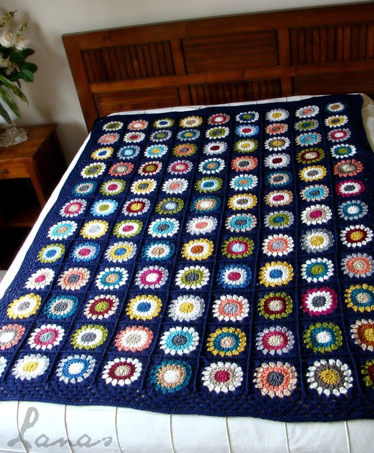 """(Crochet * Stash-buster)             The Blue Canvas blanket is all finished…all 108 squares and border!   La frazada """"Lienzo Azul"""" ya está..."""