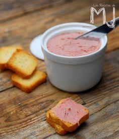 Este par de patés, uno de jamón ibérico y el otro de anchoas, se preparan en un periquete y es un entrante ideal para cenas con invitad...