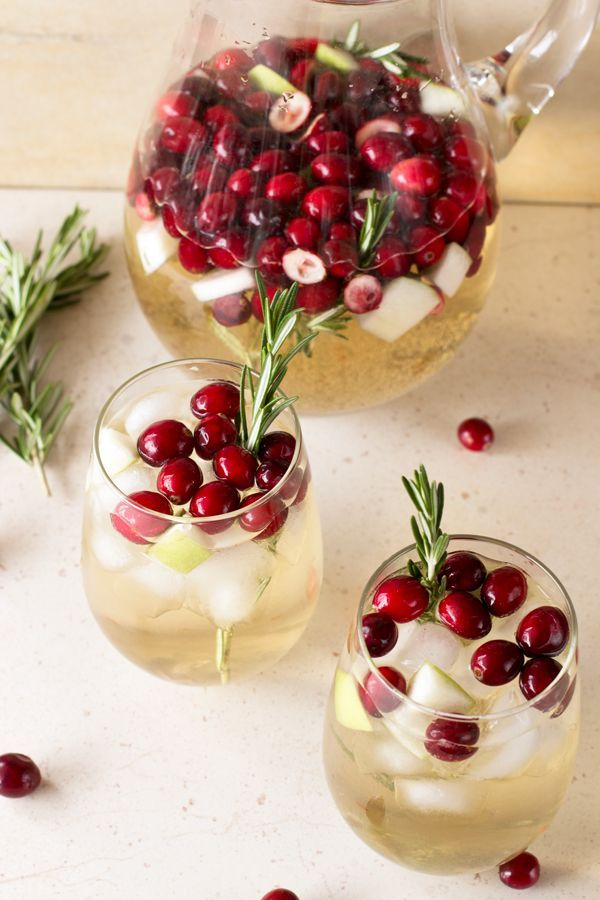 Christmas Sangria ... this would be such a pretty drink to serve during the…
