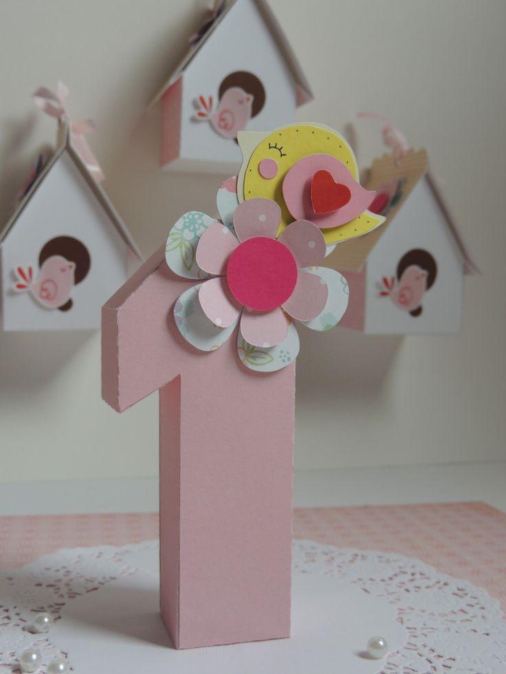 Número 3D para enfeites para decoração de festas.    Já vai com a flor e passarinho, todos feitos com a técnica de scrapbook.    Personalizado de acordo com o tema.    Faço em outras cores, outros números.    O preço é cobrado por unidade.