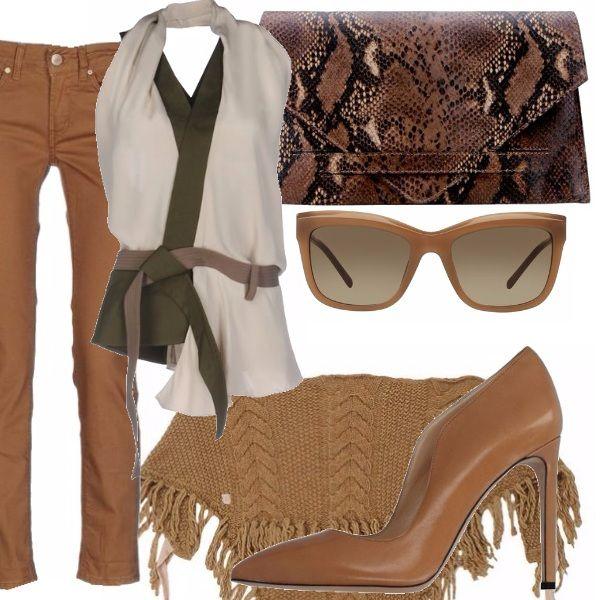 Jeans in denim colorato cinque tasche gamba dritta, top con schiena scoperta con dettagli a contrasto, borsa a mano , scialle con frange color beige, scarpa con tacco alto color beige, occhiali con montatura in tono con l'outfit e decoro sull'asticella laterale
