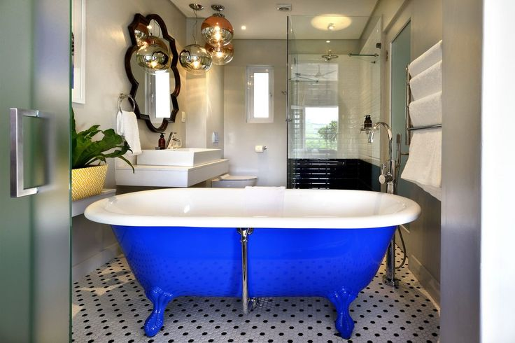 This brilliant blue bathtub at the Franschhoek Boutique Hotel is amazing!