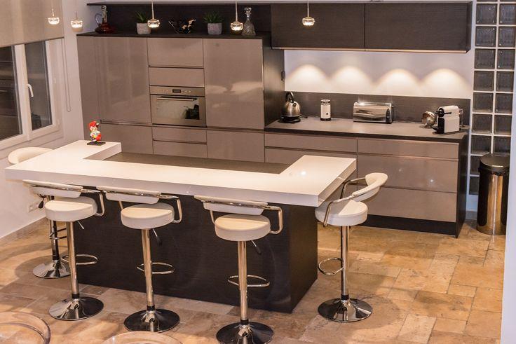 Retrouvez la cuisine star jet et son coloris gris taupe for Cuisine taupe brillant