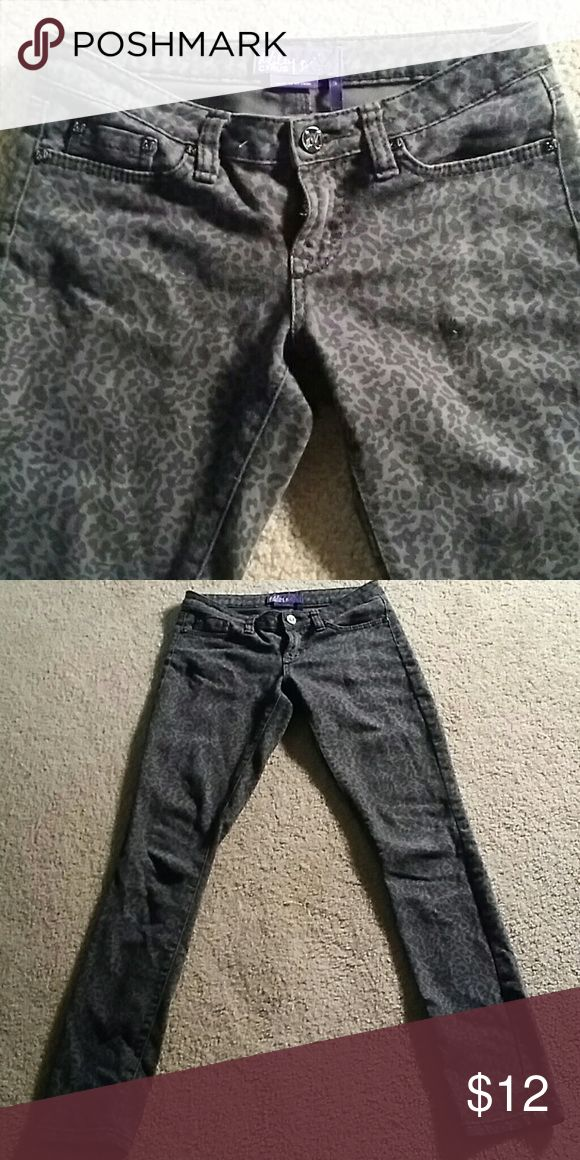 Miley Cyrus gray skinny jeans animal print size 3 These are sexy stretchy jeans Miley Cyrus for Max Azria. Size 3 gray animal print. 31 in inseam Miley Cyrus  Jeans Skinny