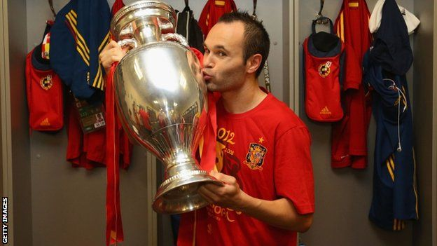 Spain midfielder Andres Iniesta has been named player of Euro 2012 by Uefa.