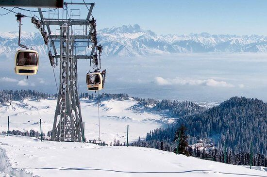 Check out the list of top places to enjoy snowfall in India during winter.This amazing list of travel destinations during winter will enthrall you.