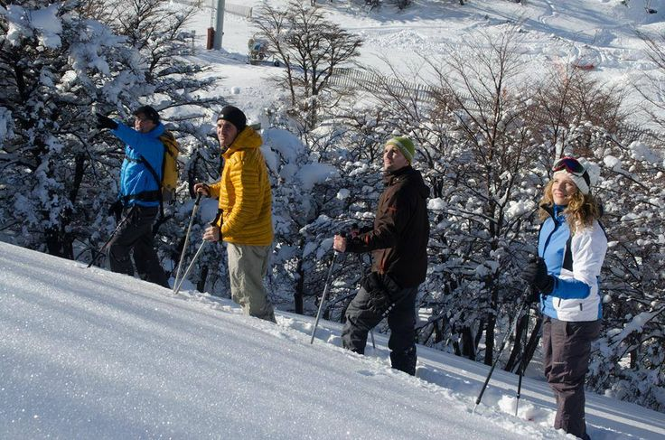 Caminata en raquetas en #Esquel, #Chubut! Más en www.facebook.com/viajaportupais | www.facebook.com/ChubutPatagonia #NieveArgentina #Nieve #Aventura #Viajes
