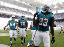 Dolphins win their sixth straight, though they had to hang on against 49ers | ProFootballTalk