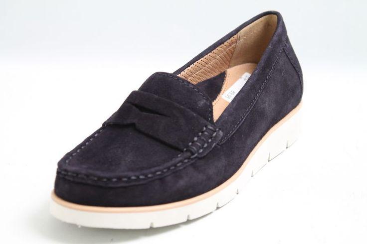 Edle, dunkelblaue Mokassins des Herstellers Gabor. Diese Gabor Schuhe haben ein Obermaterial aus Nubuk Leder, sowie ein ledernes Innenmaterial, eine herausnehmbare Leder Komfort Innensohle und eine wei