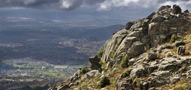 La Federación Madrileña de Montañismo llama a los aficionados al outdoor a convertirse en voluntarios para cuidar las vías en montaña.  #senderismo #outdoor #montaña