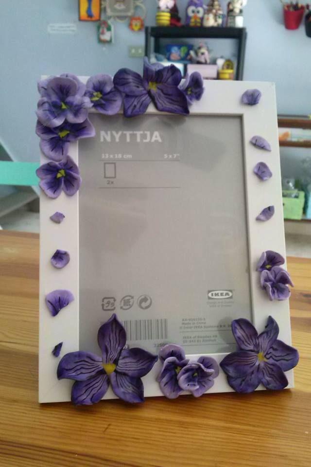 Cornice violette in fimo