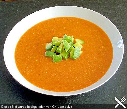 Tomaten - Kokos - Suppe mit Avocado