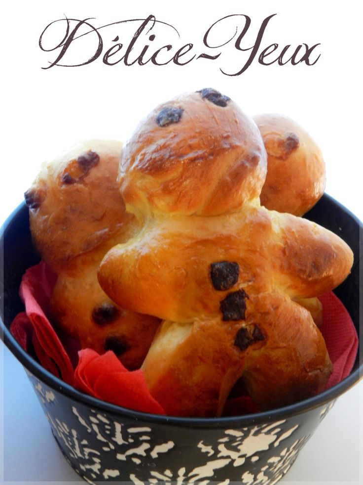 """Un mannala qu'est ce que c'est ? Le Mannala ou Mannele et un petit pain au lait en forme de petit bonhomme. Il est généralement préparé pour la Saint-Nicolas. Dans le nord de la franche-comté, ce pain est appelé """"Jean Bonhomme"""" Ces brioches seront parfaites..."""