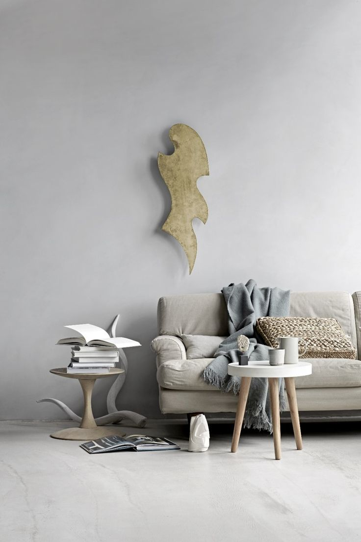 Move sculpture in patinated brushed brass to provide your living room with an edgy look. Feminine and cool shape.
