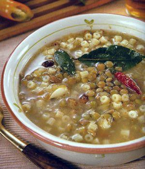 Zuppa di lenticchie e frutta: http://caffeforum.it/primi-piatti/zuppa-di-lenticchie-e-frutta-t3824.html