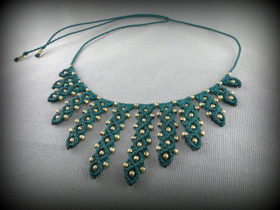 Macrame necklace adorned with brass beads. от DuFiletdesNoeuds