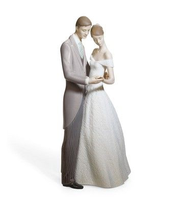 Lladró is a high quality porcelain figurines maker.