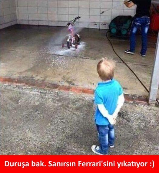 Duruşa bak. Sanırsın Ferrari'sini yıkatıyor :)