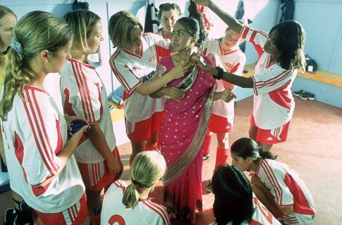 Still of Keira Knightley, Shaznay Lewis and Parminder Nagra in Bend It Like Beckham (2002)
