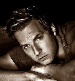 Ryan Hansen... The one, the only Dick Casablancas!