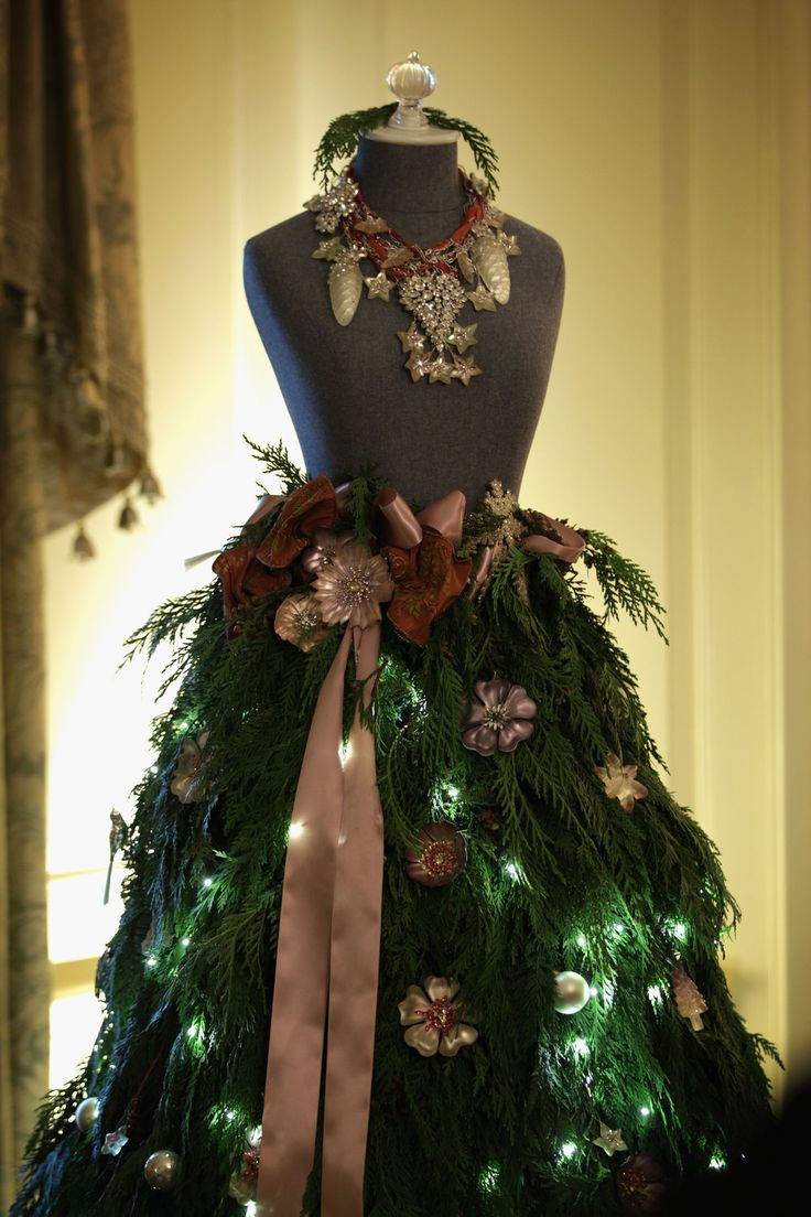 A dress form mannequin sits in place of traditional Christmas tree in the Vermeil Room of the White House.