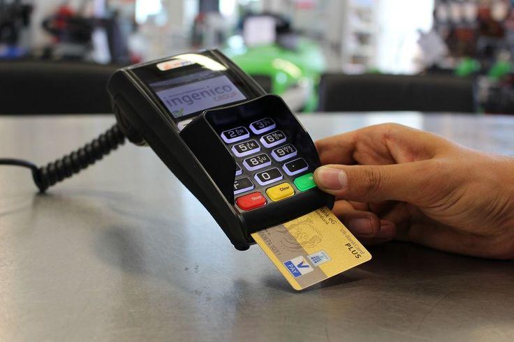 Ma már szinte minden banknak van olyan hitelkártyája, amelynél vásárlások után pénz visszatérítés is jár. Őszinte leszek, nehezen szántam rá magam...