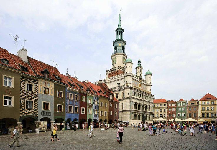 Nagrobki Poznań. Większość współczesnych pomników nagrobnych w poznaniu wykonuje się z granitu. Mniejszą popularnością cieszą się piaskowiec lub marmur. Ten najbardziej popularny daje nam możliwość wyboru jednego z wielu kolorów, jest również stosunkowo łatwy w konserwacji i w przystępnej cenie. Z całą pewnością także poziom elegancji niektórych barw przemawia za tym, że decydujemy się właśnie na