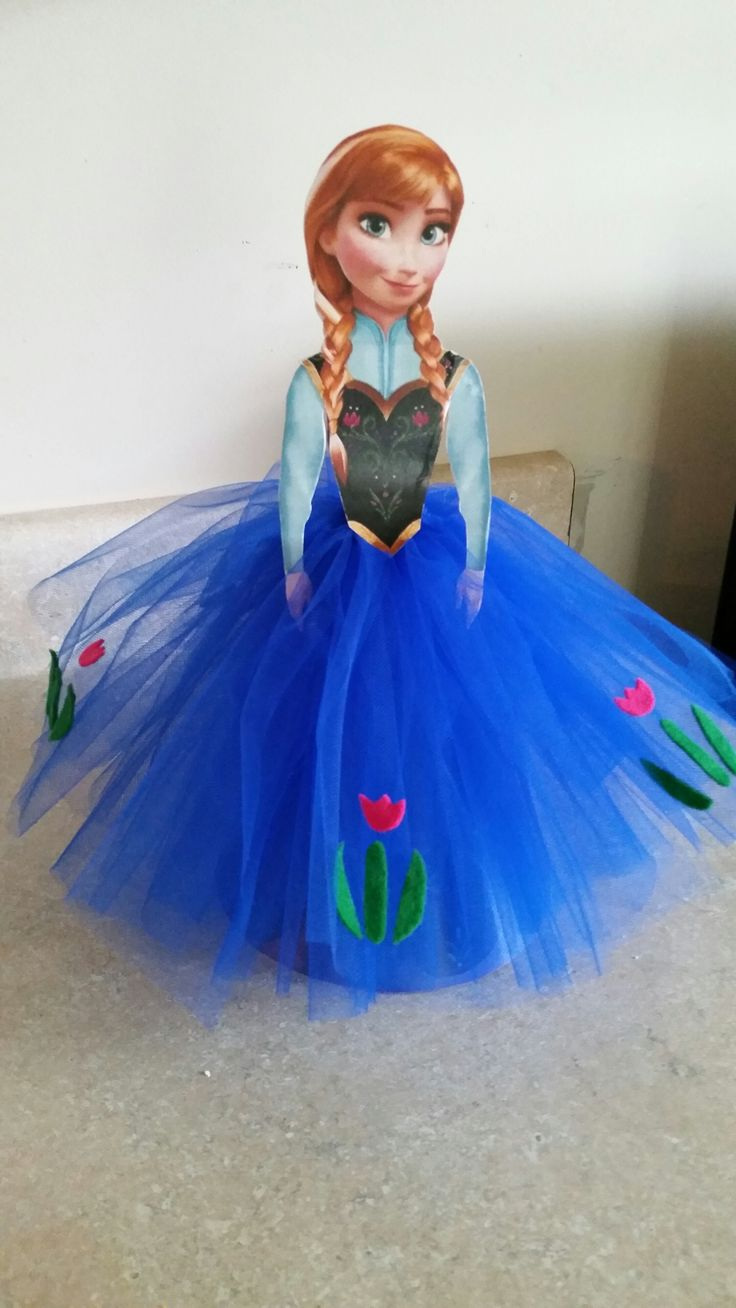 Frozen birthday party idea, Anna centerpiece with tulle skirt. So pretty