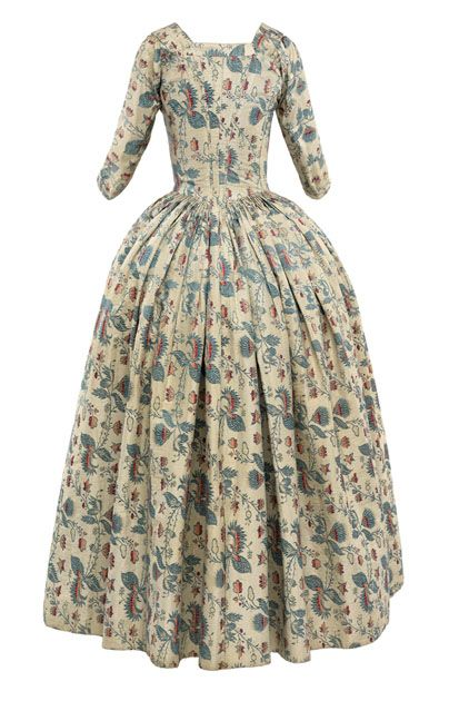 Silk tobine dress (back), woven with a regularly repeating design of stylized flowers, 18th century  © CSG CIC