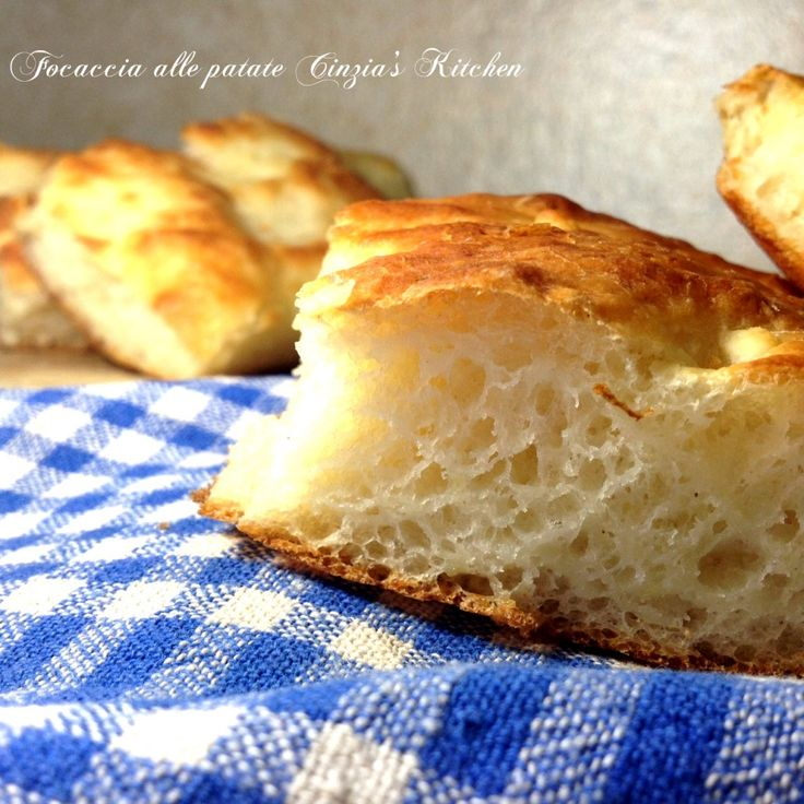 Focaccia alle patate, con le patate all'interno nell'impasto, che dire soffice e gustosa, da sola o farcita come piu' vi piace la fo